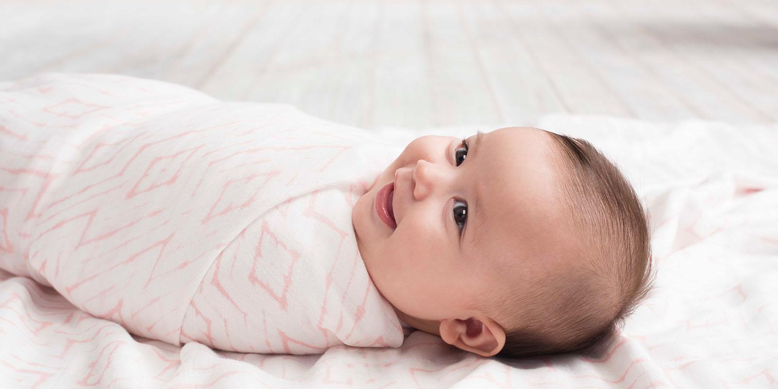 Les bienfaits de l'emmaillotage pour bébé