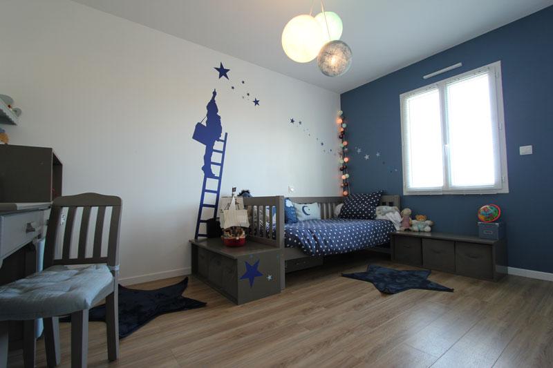 L'importance de la lumière dans une chambre d'enfant