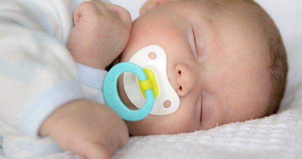 Comment séparer bébé de sa tétine et de son doudou?