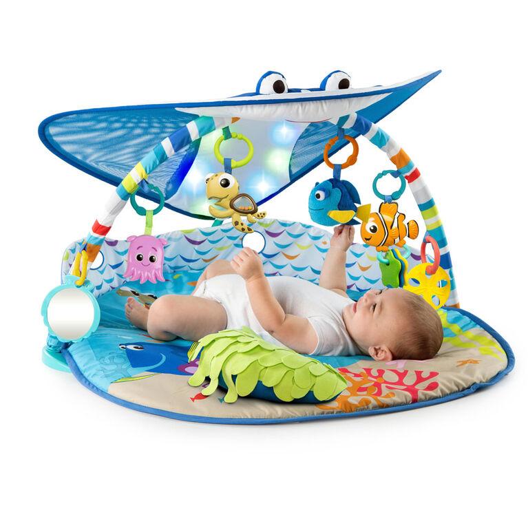 Le tapis d'éveil d'un bébé de 6 mois