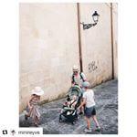 Bébé dans un état de joie indescriptible 😍. Merci pour cette belle photo @minireyve. #Repost ・・・ Jour de reprise, direction le métro youhou ! Le blog reprend aussi du service avec un billet sur notre semaine au pays basque, le lien est en profil et il y a l'adresse de l'auberge. Bonne semaine à tous, au bureau ou dans l'eau 😬 Ps : j'adore cette photo des enfants qui font rire Marlo en sautant. #lesminireyveenvacances  #quanfautyallerfautyaller #yoyo #Pépin_de_pomme #poussettebebe #poussetteyoyo #planchearoulette #planche #strollers #stroller #strollerbaby #strollerbabyzenyoyo #babyzenyoyo #babyzenstrollers #babyzen #summertime #summerbaby #summerbabies #peppermint #lapoussettecompacte #poussettecompacte